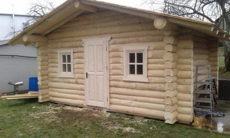 Blockstamm-Blockhaus